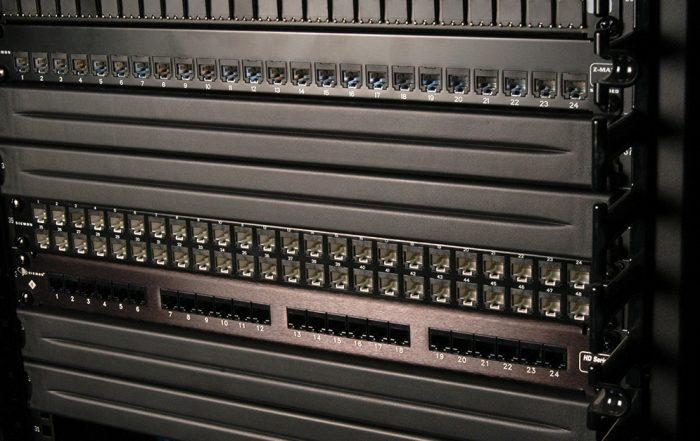 Blanking-Panel-Por-que-seu-data-center-ou-rack-precisam-dele