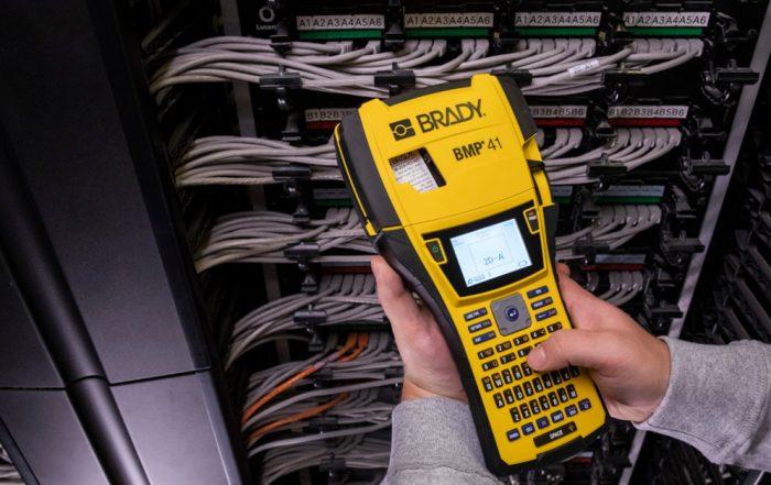 Identificar-cabos-de-rede,-componentes-em-Datacenters-e-painéis-elétricos